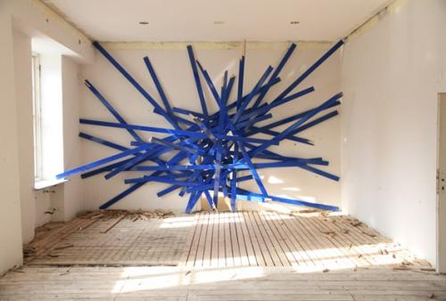 Enter sandman, 2012. Enamel paint on wood, Dimensions variable Enter sandman. 2012 - Peinture glycérophtalique, bois. Dimensions variables
