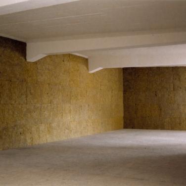 555. Sound installation, rock wool, hardboard, sound, electronic timers / 555. Cloisons, laine de roche, leds, son, timers électroniques