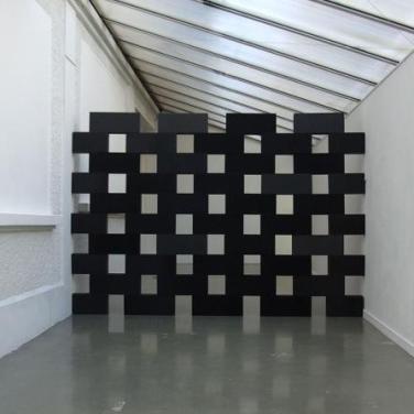 Mur Ecroulé. 2012, 55 foam bricks, 20 x 10 x 50 cm / Mur Ecroulé. 2012, 55 briques de mousse, 20 x 10 x 50 cm