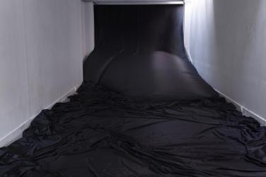 La volée (muret), 2016, ventilateur, toile diffusante, 25x6m