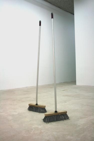VIVIEN ROUBAUD. Brooms. 2014, brooms, vibrator, battery, various dimensions / Vivien Roubaud. Brooms. 2014, balai, batteries, moteur, vibrateur, dimensions variables