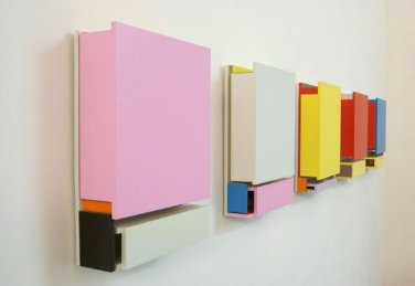 HUGZ. 2008, lacquer on MDF, series of 8 works, 51 x 39 x 11,5 cm / HUGZ. 2008, laque sur MDF, série de 8 pièces, 51 x 39 x 11,5 cm