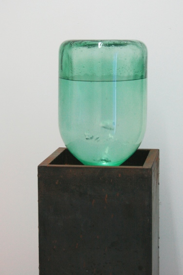 Fountain. 2010, metal, glass, water, valve / Fontaine. 2010, métal, verre, eau, valve