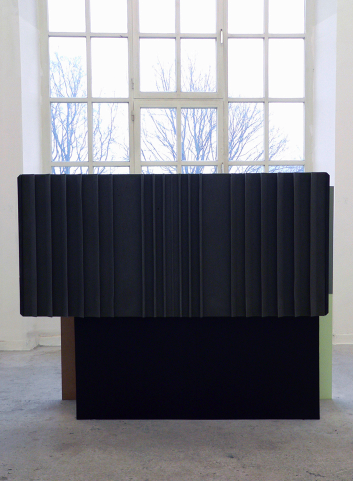 O.T. 2010, MDF, wood, foam, paint, 200 x 160 x 45 cm /O.T. 2010, MDF, peinture, bois, mousse, 200 x 160 x 45cm