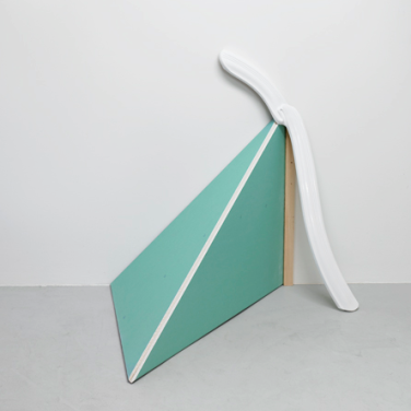 FIRST CREAM, 2009, wood, plastic, 150 x 140 x 70 cm /FIRST CREAM, 2009, bois, plastique, 150 x 140 x 70 cm