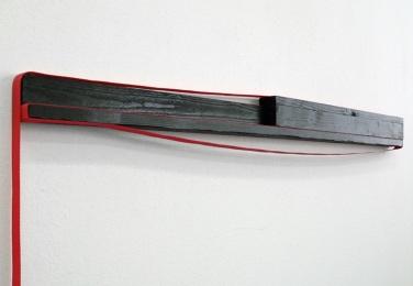SOCK IT TO `EM, J.B. 2010, lacquered wood, belt, 80 x 28 x 16 cm / SOCK IT TO `EM, J.B. 2010, bois laqué, sangle, 80 x 28 x 16 cm