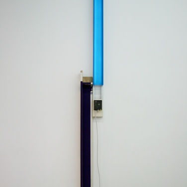 JOHANNES GIRARDONI. Peak Light Extractor — Blue/Violet. 2012, resin, pigments, LED, wood, aluminum, enameled, dimensions variable / Peak Light Extractor — Blue/Violet. 2012, résine, pigments, LED, bois, aluminium, émaille, dimensions variables
