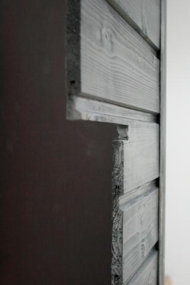 NINAKARLIN PRINZ. O.T. 2011, wood, graphite, MDF, 60 x 90 x 38 cm / O.T. 2011, bois, graphite, MDF, 60 x 90 x 38 cm