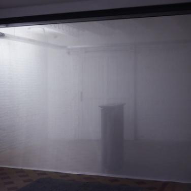 Hypersomnia. 2013, installation, translucent silk / Hypersomnia. 2013, installation, soie translucide.