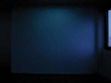 Sky map. 2010, installation with pastilles of mirror, 8 mm diameter. Reproduction of a sky map from a terrestrial point of view / Sky map. 2010, installation avec des pastilles de miroir, diamètre 8 mm. Reproduction d'une carte du ciel, d'un point de vue terrestre