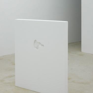 Bones. 2015, polystyrene, human bones imprints, 100 x 120 cm / Bones. 2015, polystyrène, empreintes d'os humains, 100 x 120 cm