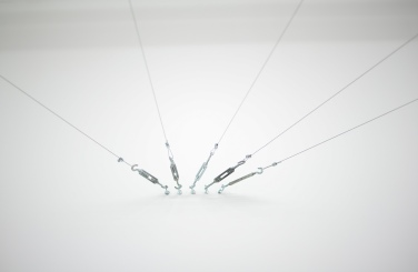 Fils. 2015, cables, hooks, dimensions variable / Fils. 2015, câbles, crochets, dimensions variables