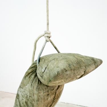 BENJAMIN SABATIER Untitled. 2013, cement, wood, rope, 300 x 300 x 300 cm. In collaboration with Jousse Entreprise / Sans titre. 2013, cement, bois, corde, 300 x 300 x 300 cm. En collaboration avec Jousse Entreprise