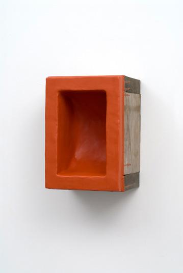 Colorvoid (Facebox) - Red Brown. 2007, beeswax, pigment, wood, 14 x 10 x 8 inches / Colorvoid (Facebox) - Red Brown. 2007, cire d'abeille, pigments, bois, 14 x 10 x 8 pouces