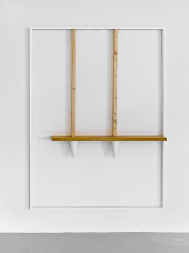 Vampire. 2011, silicone, wood, 130 x 90 x 70 cm / Vampire. 2011, silicone, bois, 130 x 90 x 70 cm