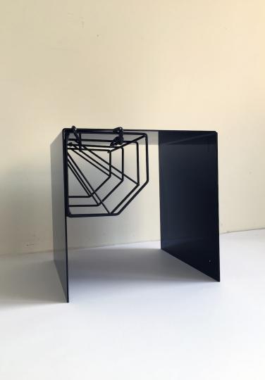 Untitled. 2014, metal, lashing strap, 45 x 45 x 45 cm / Sans titre. 2014, métal, sangle d'arrimage, 45 x 45 x 45 cm