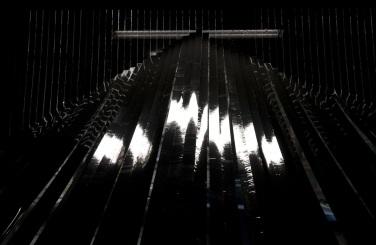 Facets. 2011, installation, black tape / Facets. 2011, installation, ruban adhésif noir