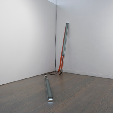 Peak Light Extractor - Grey/Orange. 2011, resin, pigment, LEDs, wood, aluminum, enamel, 87 x 3 x 4 inches / Peak Light Extractor - Gris/Orange. 2011, résine, pigments, LED, bois, aluminium, émail, 87 x 3 x 4 pouces