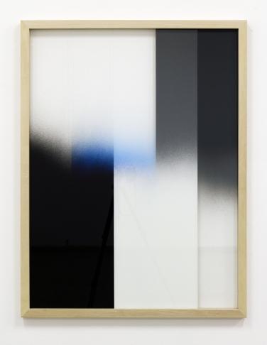 Untitled. 2015, spray paint on glass, wooden frame, 144 x 112 x 4 cm / Sans titre. 2015, aérosol sur verre, cadre en bois, 144 x 112 x 4 cm