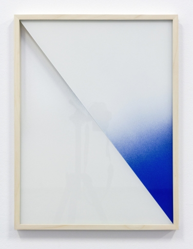 Untitled. 2015, spray paint on glass, wooden frame, 50 x 38 cm /Sans titre. 2015, aérosol sur verre, cadre en bois, 50 x 38 cm