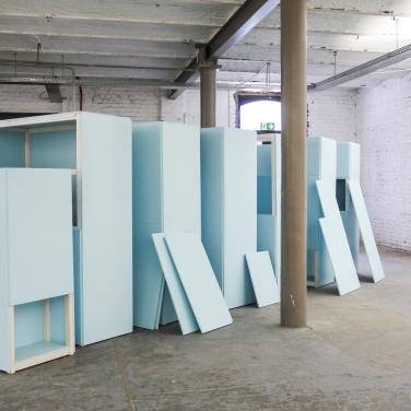 TILMAN L'ARCHIVE D'UN ARTISTE INCONNU. 2014, lacquer on MDF and wood, 160 x 120 x 500 cm / LES ARCHIVES D'UN ARTISTE INCONNU. 2014, laque sur MDF et bois, 160 x 120 x 500 cm