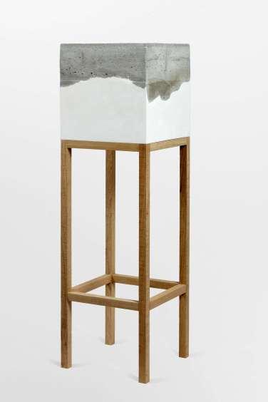Aquarium. 2012, concrete, plaster and wood, 170 x 50 x 50 cm / Aquarium. 2012, béton, plâtre et bois, 170 x 50 x 50 cm
