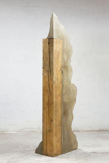 Untitled (beam II). 2015, cement, wood, 194 x 57.5 x 39 cm / Sans titre (poutre II). 2015, ciment, bois, 194 x 57,5 x 39 cm