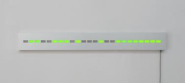 Infographe (16 bits/s). 2013-2015, electronics, metals, plastics, glues, glass, 153,4 x 18 x 6 cm / Infographe (16 bits/s). 2013-2015, électronique, métaux, plastiques, colles, verre, 153,4 x 18 x 6 cm