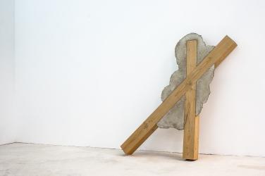 Untitled. 2015, wood and cement, 135 x 130 x 12 cm / Sans titre. 2015, bois et ciment, 135 x 130 x 12 cm