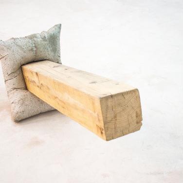 Untitled. 2015, concrete and wood, 62 x 44 x 115 cm / Sans titre. 2015, béton et bois, 62 x 44 x 115 cm