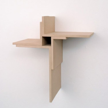 Four Corners. 2000, wall-sculpture in MDF, Kunstverein Bentheim / Quatres coins. 2000, sculpture murale de MDF, Kunstverein Bentheim
