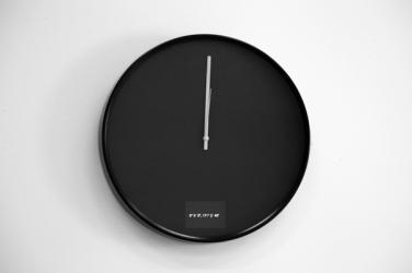 Airplane! 2011, clock and mediaplayer, 38 x 4 cm. © Dimitri Mallet / Airplane! 2011, horloge et lecteur multimédia, 38 x 4 cm. © Dimitri Mallet