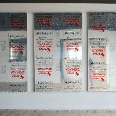Statique, 2017. Inox et polystyrène, 320 x 200 cm en trois pièces