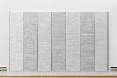 The Grey, 2016, plasterboards on canvas, 420 x 250 x 4 cm © Horst W Kurschat /The Grey, 2016, tableaux en plâtre sur canevas, 420 x 250 x 4 cm © Horst W Kurschat