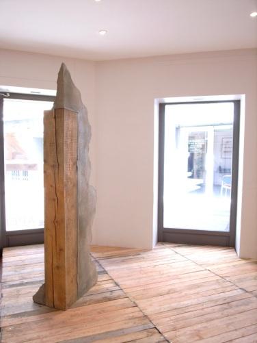 Sans titre (poutre II). 2015, ciment, bois, 194 x 57,5 x 39 cm