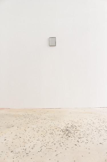 MIMMO (AL REVERSO) - 2017. Technique mixte, 21 x 15 cm/ 246 PAR TERRE, 4 DANS LA BOÎTE - 2017. Copeaux de PVC